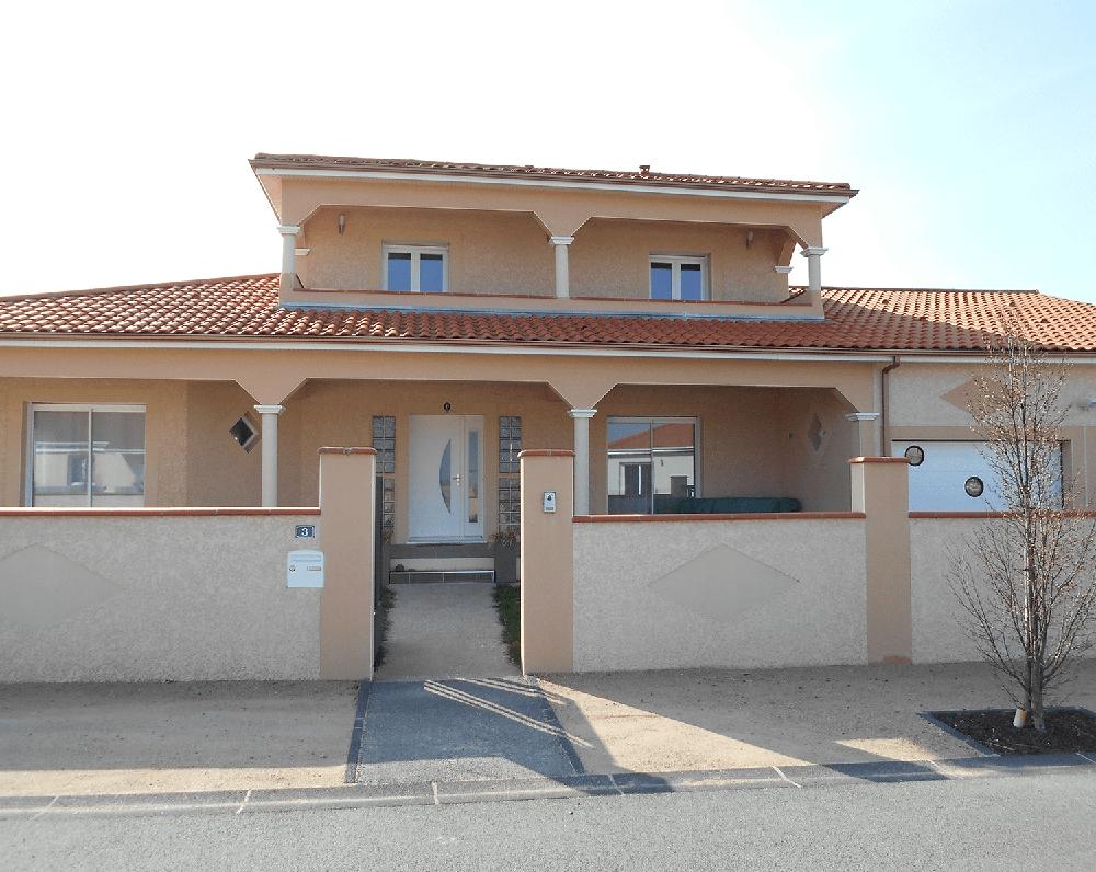 maison-colonne